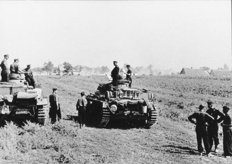 Bundesarchiv_Bild_146-1975-078-27A,_Russland,_Panzer_III
