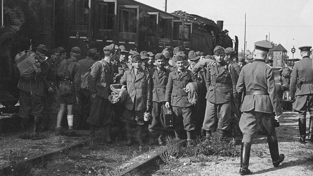 csm_Transport_in_dt_Kriegsgefangenenlager_58f0fc1658